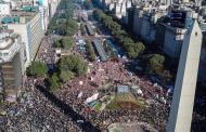 La Argentina de remate: Un Presidente destruyendo la Nación frente a un Pueblo en plena rebelión