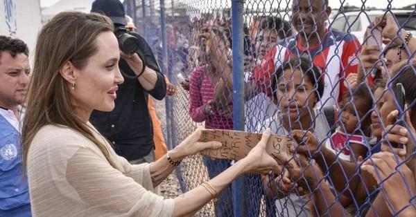 A la cursi Angelina la meten en una valla para que no la toquen. Se asegura igualmente con Iván Duque que siga fluyendo droga hacia EE UU…
