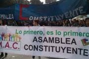 Chilenos se autoconvocan para redactar una nueva Constitución que entierre la vigente impuesta a balazos por Pinochet y sus herederos…