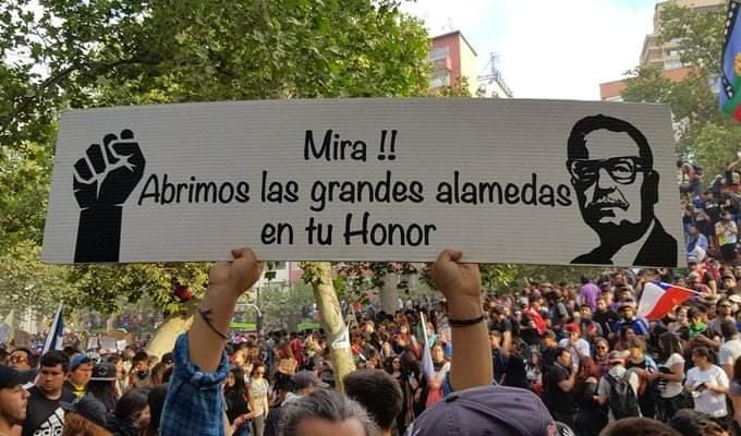 En Chile ya comenzaron a abrirse las amplias  alamedas por donde caminará su pueblo libre…*