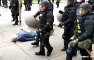 Continúa la violencia policial en EEUU: agentes derriban a un hombre de 75 años y lo abandonan en el suelo sangrando