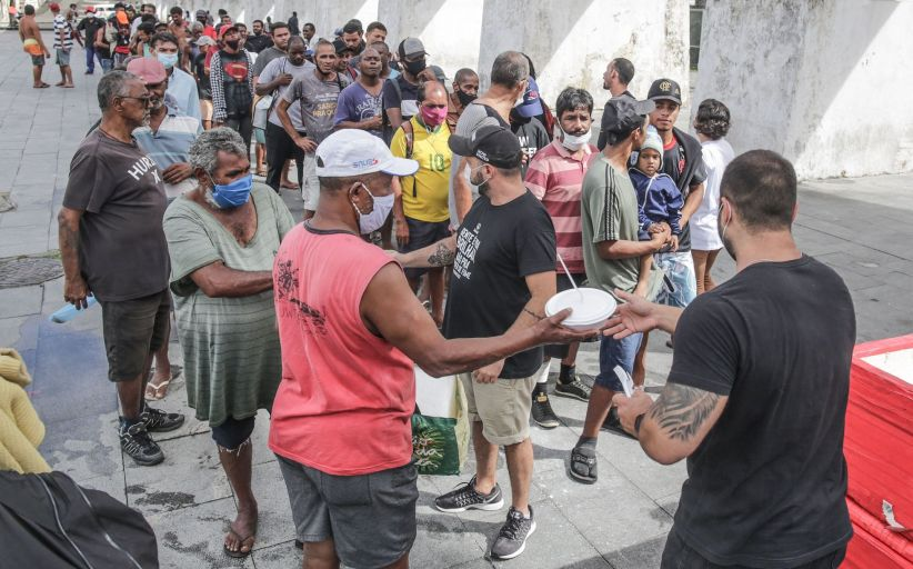 La política del bestia de Bolsonaro, hace que el hambre cornee horrible a los brasileños...