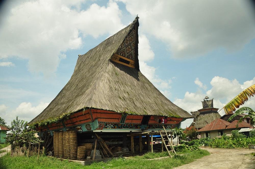 rumah adat karo 1