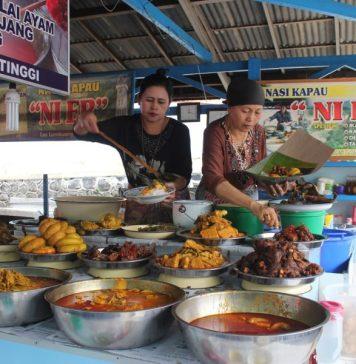 Menikmati Lezatnya Nasi Kapau Dengan Terbang Langsung ke Padang