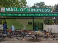 """गरीबों की मदद के लिए """"Wall of Kindness"""" अभियान"""