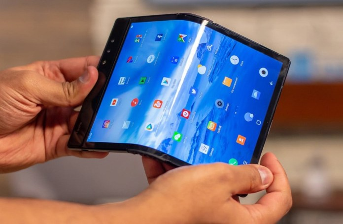 LG patent reveals folding smartphone with 3 screens