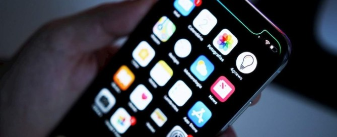 Man claims iPhone made him gay, sues Apple