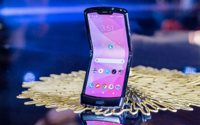 Motorola guarantees that the Razr 2019 can fold for several years!