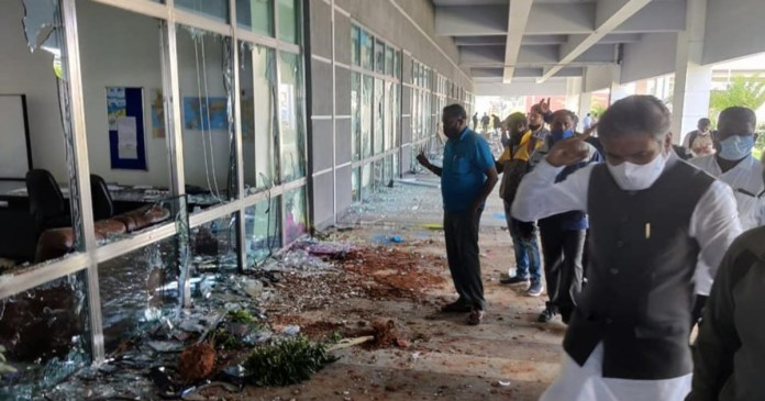 Apple sees iPhone factory destroyed by raging workers!
