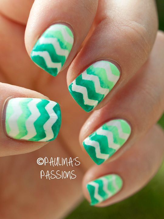 Gradient Green nail art