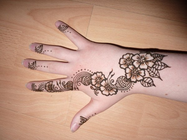 flower henna design