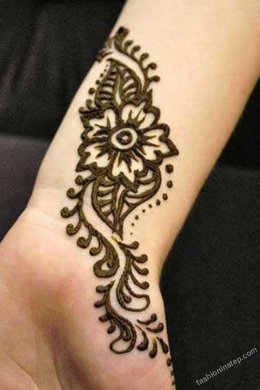 simple mehndi pattern on hands