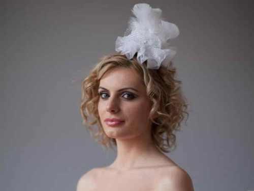 Wedding Hairdo with Stylish Lacy Curls