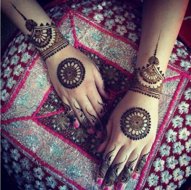 circle mehndi design for hand