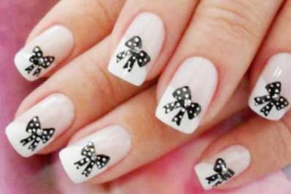 Polka Dots Bow Nail Art