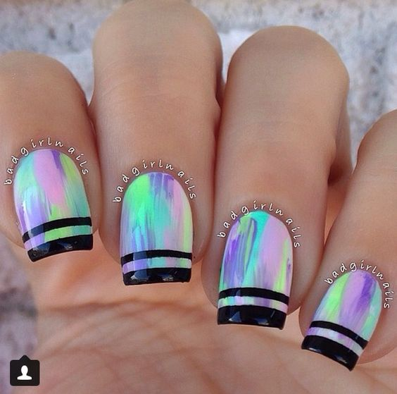 Streaks on Holographic nails