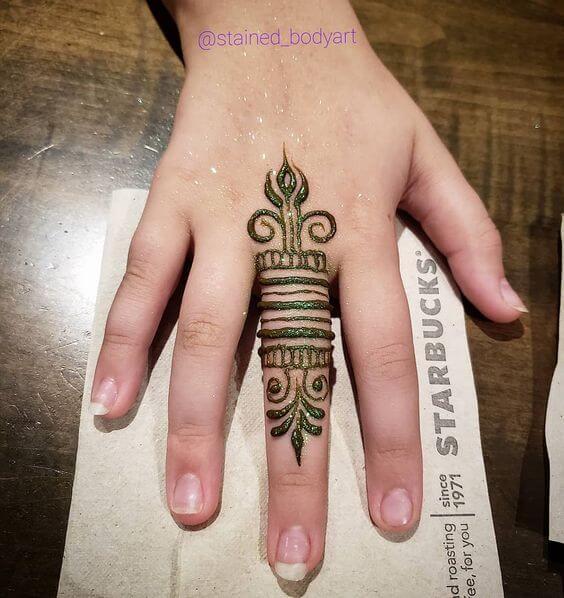 middle finger ring mehndi design with glitter