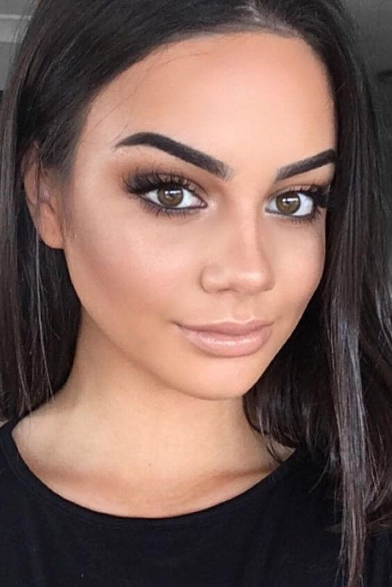 natural eye makeup with black outfit