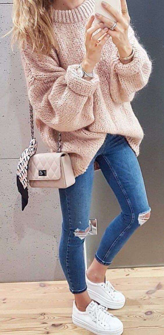 baggy sweater with jeans and sneakers outfits