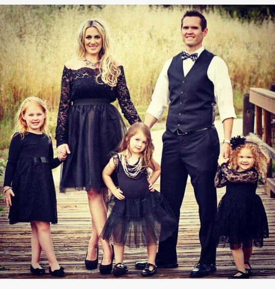 black christmas dress family photo shoot ideas