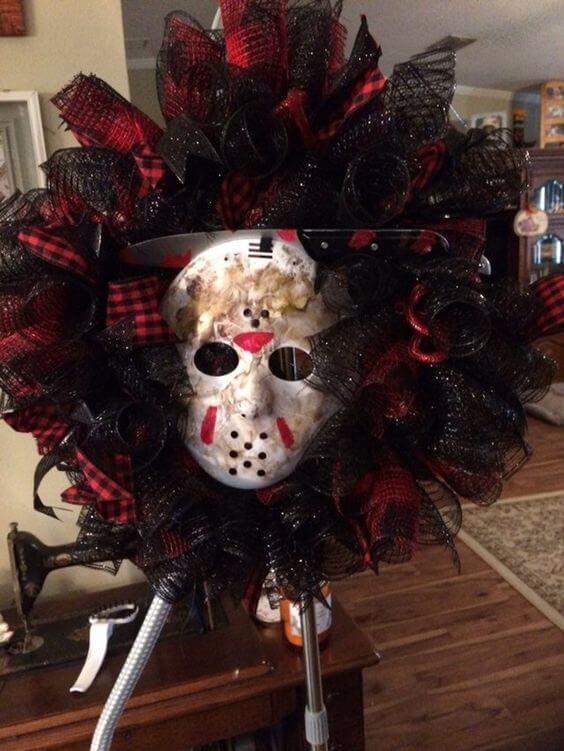 friday the 13th jason mask wreath decoration idea for halloween