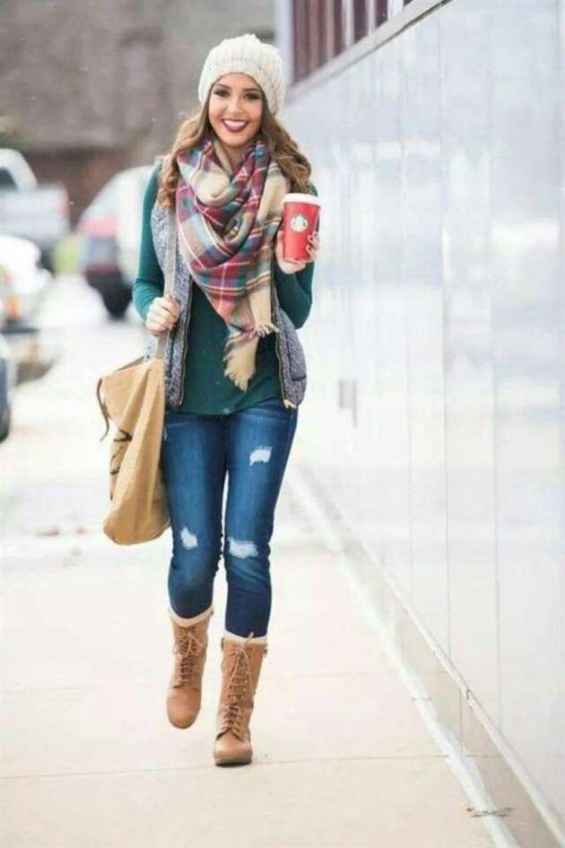 female casual christmas outfit ideas with plaid scraf