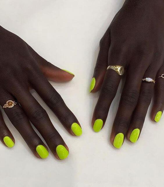 adiós verano uñas amarillas neón