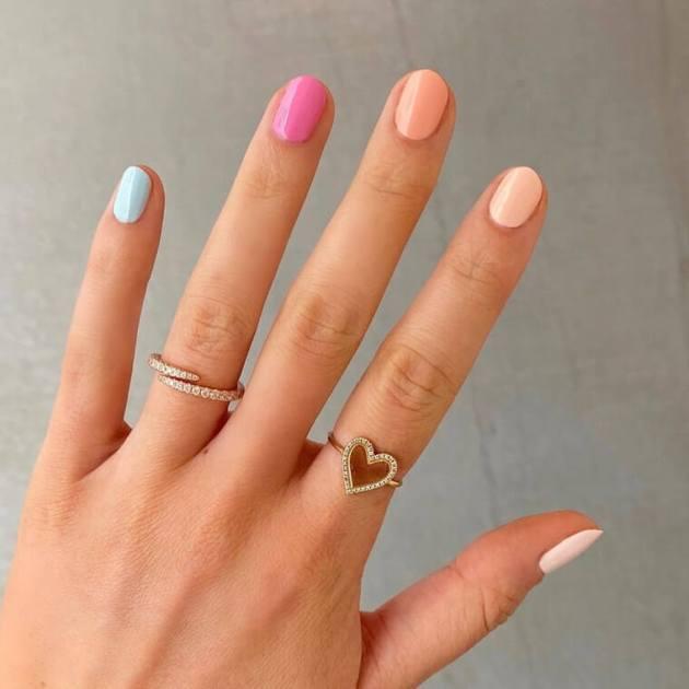 diseños de pintura de uñas de color pastel para agosto