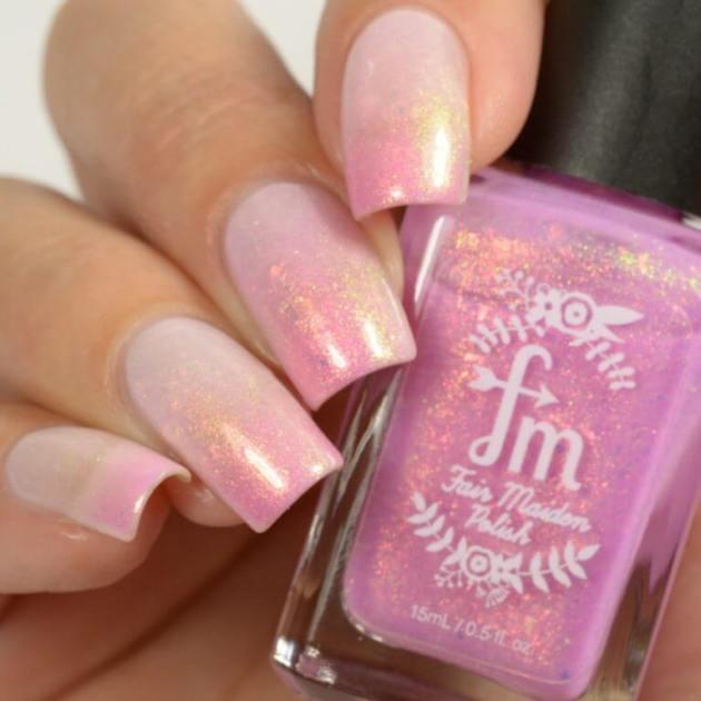 uñas ombre rosa brillante para agosto