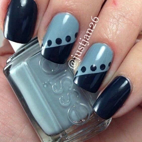 tonos de diseños de uñas azules para agosto