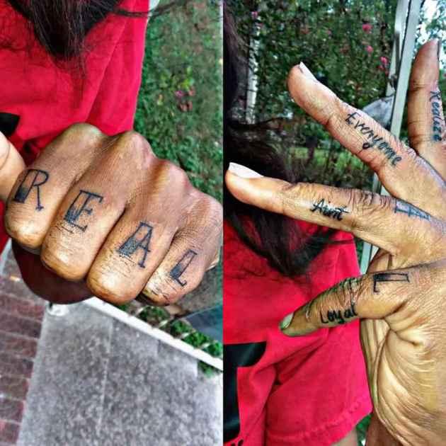R.E.A.L se da cuenta de que todo el mundo no es un diseño de tatuaje con citas leales en los dedos