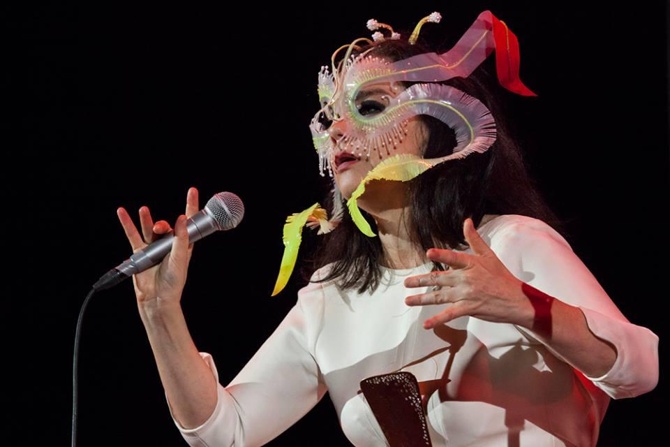 FOTOGALERÍA | Björk hechiza con su voz a la CDMX