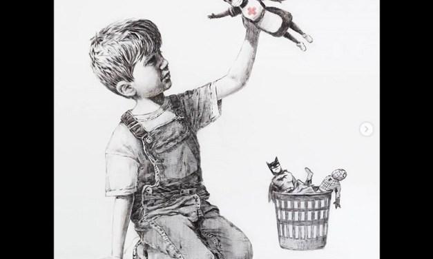 Banksy rinde tributo a los médicos