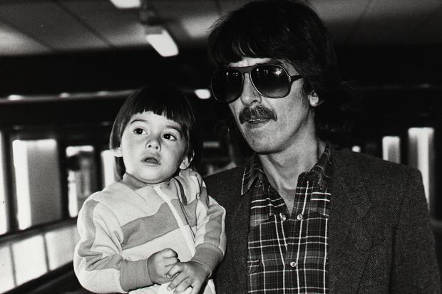 Dhani Harrison, foto de infância um em pinterest.com