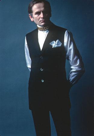 Pierre Cardin jüngeres Foto eins bei britannica.com