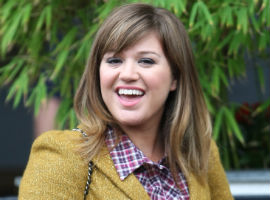 Kelly Clarkson To Perform National Anthem At Superbowl