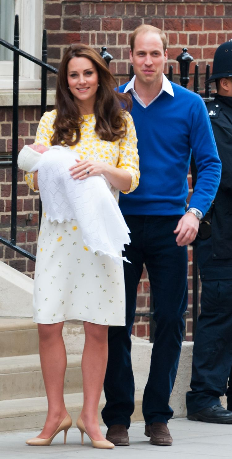The Duke and Duchess of Cambridge introduce Princess Charlotte to the world. (Reimschuessel / Splash News)