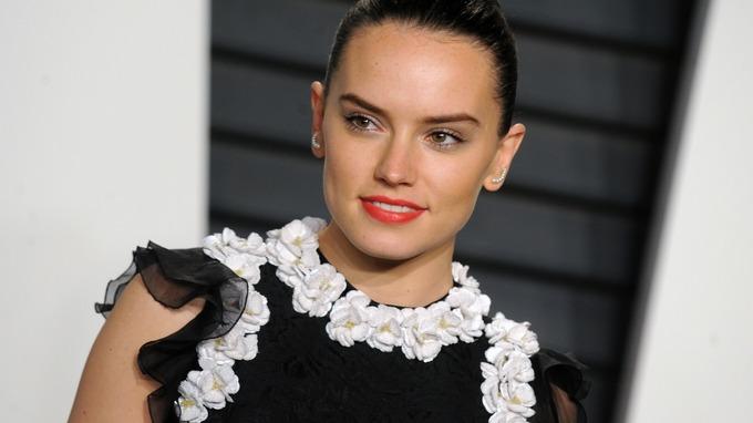 Daisy Ridley , foto mais antiga dois em itv.com