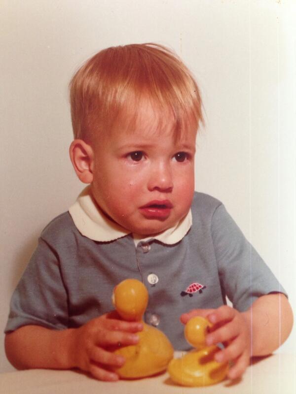 Daniel Tosh kindertijd foto een via twitter.com