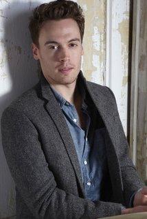 Erich Bergen - el personaje de tv, actor, musico, la celebridad caliente, sexy, de la ascendencia en 2021