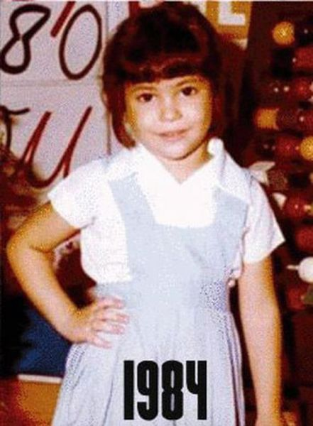 Shakira childhood photo one at izismile.com