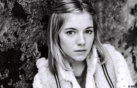 Sienna Miller younger photo two at Blogs.glamour.de