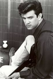Chris Isaak - foto más antigua dos en pinterest.com