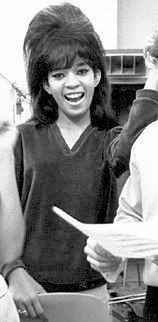 Estelle Bennett, foto de infância dois em Pophistorydig.com