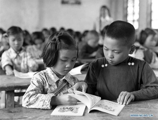 Li Keqiang childhood photo one at English.sina.com