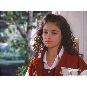 Mila Kunis kindertijd foto een via polyvore.com