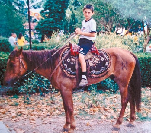 Alan Dzagoev kindertijd foto een via blogpost.com