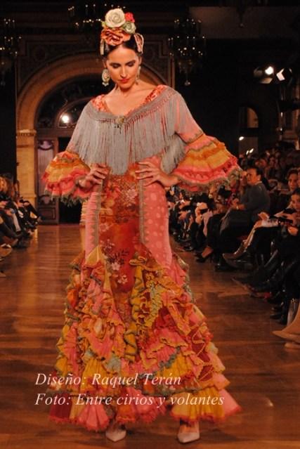 Raquel Teran We love flamenco 2015 foto entre cirios y volantes