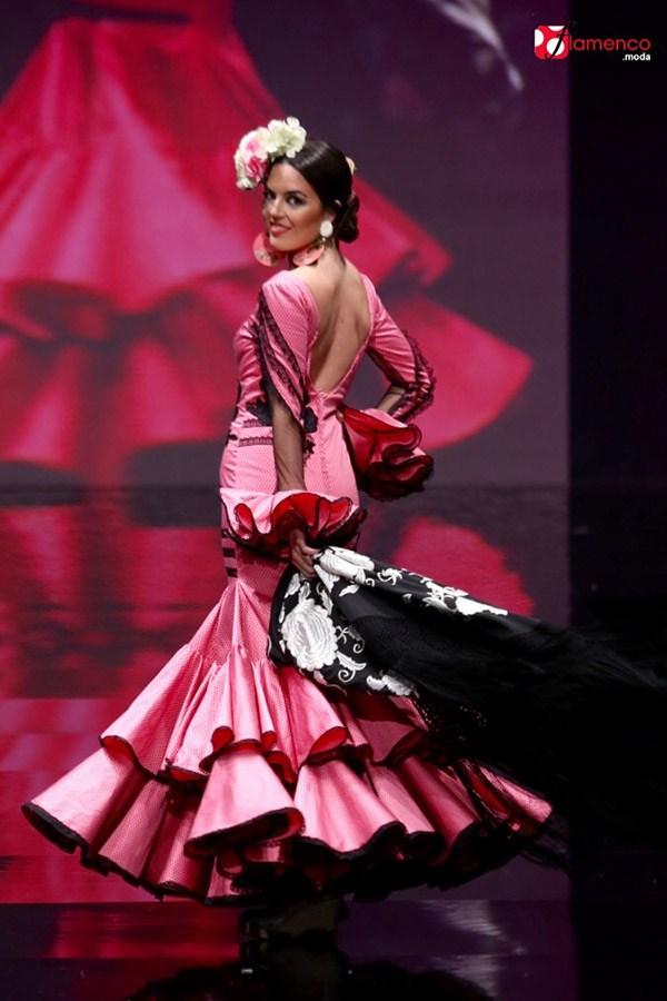Entre cirios y volantes traje de flamenca de Sonia-Isabelle_Simof