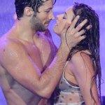 Coki y el beso apasionado bajo la lluvia. Vídeo